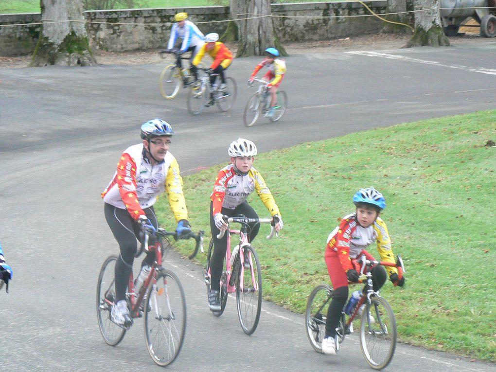 Entrainement de fin d'année 2010 du club Plaintel Vélo Star lors de la participation au telethon
