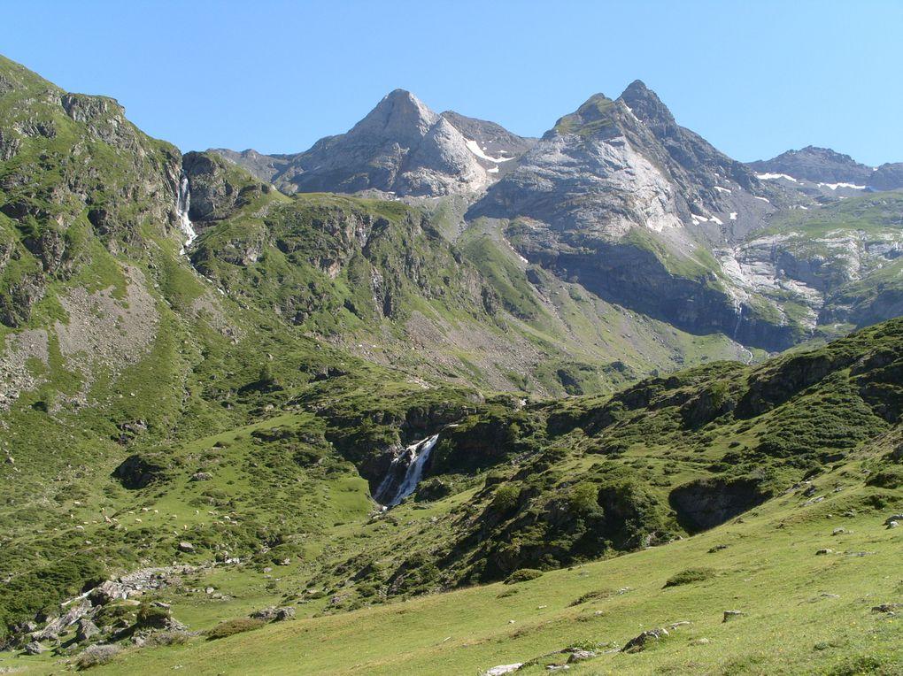 Photos prises dans le Cirque de Troumouse. C'est le plus grand cirque des Pyrénées. Le pic principal culmine à 3133 m (Pic de la Munia)
