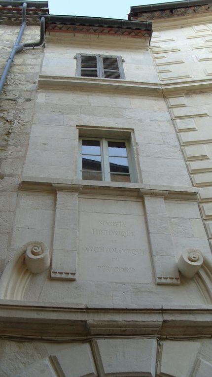 Préfecture du département de la Dordogne (24), capitale culturelle et touristique, au cœur du Périgord blanc.  Patrimoine historique gallo-romain, médiéval et Renaissance.  Photos que j'ai prises en Juillet 2012.