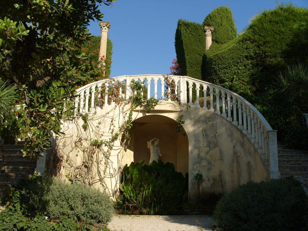 Villa située à Saint-Jean-Cap-Ferrat de style Renaissance construite à partir de 1905 par la baronne Béatrice Ephrussi de Rothschild (1864-1934).