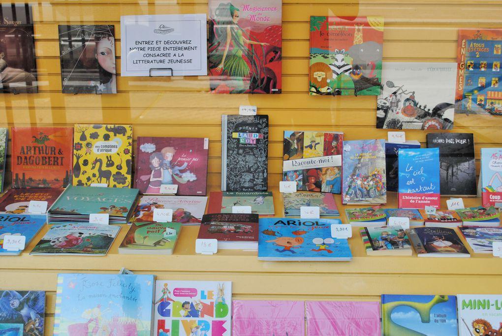 Retrouvez ici des photos de la librairie. Venez la découvrir au 120, boulevard du Montparnasse à Paris