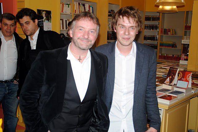 """John Connolly nous a fait l'honneur d'une soirée à l'Escale Littéraire pour """"Les Portes"""", son nouveau roman (l'Archipel), et la sortie chez J'ai Lu du """"Livre des choses perdues"""". Une soirée inoubliable !"""