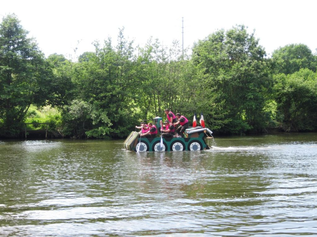 Objets flottant non identifiés, tous les ans sur la Mayenne entre Changé et Laval.