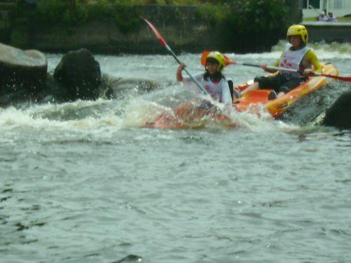 Les photos de la deuxième partie des 24 heures kayak 2007 le dimanche, une compétition loisir de kayak, disputée à Inzinzac-Lochrist, dans le Morbihan, en Bretagne.Les quelques 110 équipes de 8 kayakistes font le tour de l'île de Locastel pen