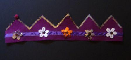 Couronne de roi ou de reine en feutrine, rubans, boutons, boules de feutre, sequins, perles...