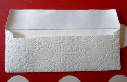 Comment fabriquer ces cartons d'invitations, ses enveloppes et accessoires en papier peint, chutes de tissus, papier cartonné...