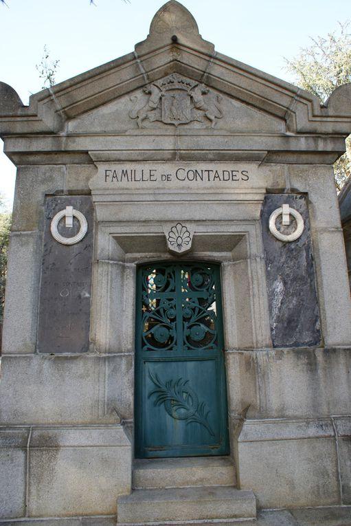Les chiffres en début de légende donne le carré dans le cimetière