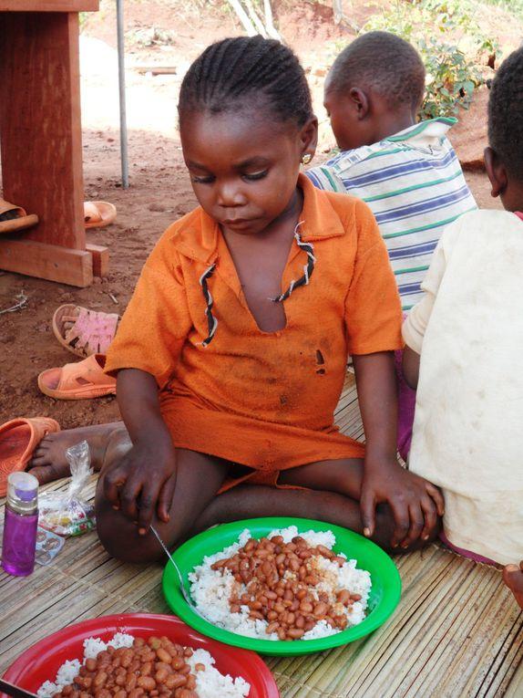 Fondé par M. Joseph Masanza, cet orphelinat apporte un soutien psychologique, moral et éducatif à une trentaine d'enfants qui ont perdu leurs parents pendant la dernière guerre ou lors d'attaques de la LRA.