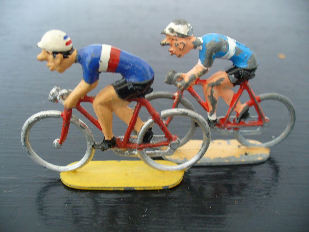 Equipes ayant participé au tourde france (1938 a 2003 ).120 coureurs différents avec noms,dossards et années.me contacter si besoin