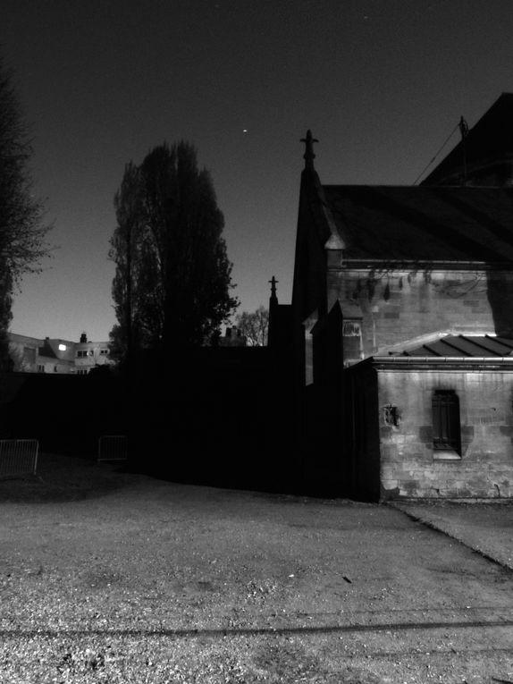 Cette série est composée intégralement de photos prises de nuit lors de mes pérégrinations en centre ville et dans les quartiers environnants.