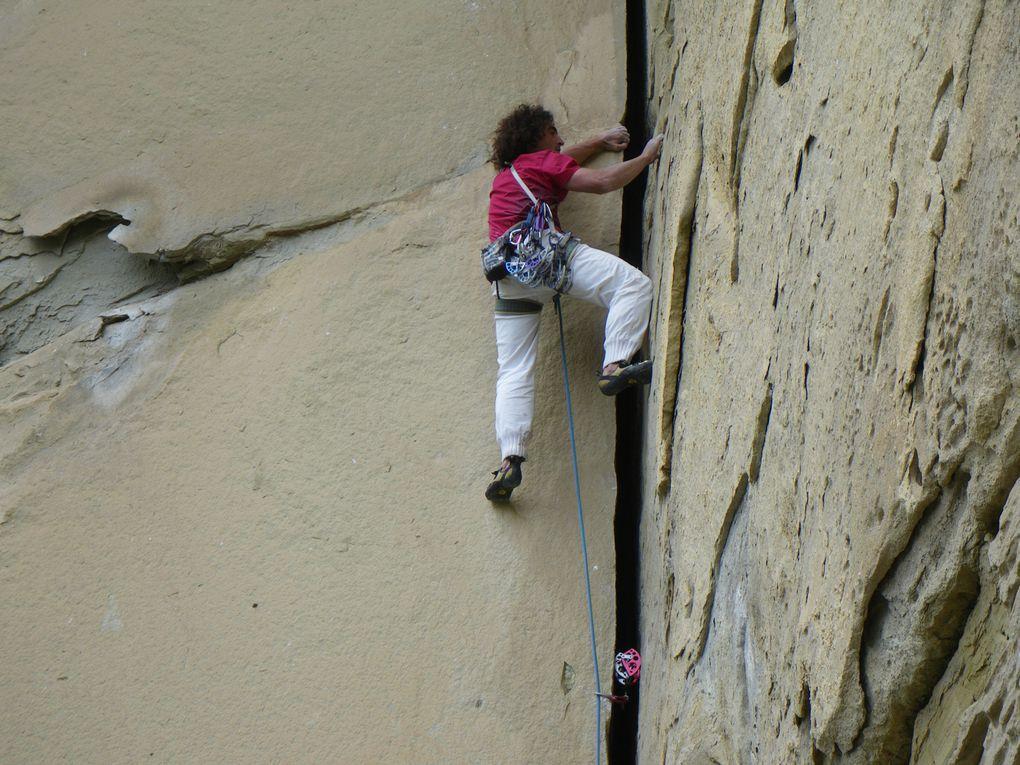 Plein de photos des différentes voies et grimpeurs et ouvreurs du site, un peu dans tous les secteurs.