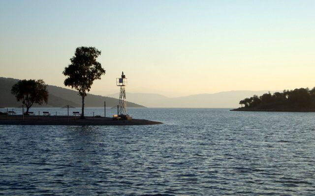 Moments seul à bord, du 25 juin au 12 juillet dans les îles ioniennes, et du 20 au 30 octobre remontée de Mykonos à Halkoutsi.
