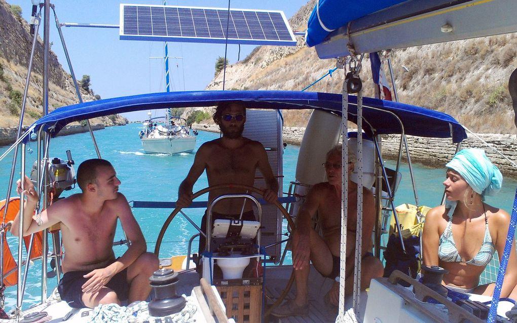 Hugo et ses copains Elia, Karim et Younes. Août. Golfe de Corinthe, Saronique, et d'Argolide, Cyclades du nord et traversée vers le golfe de Petalion.