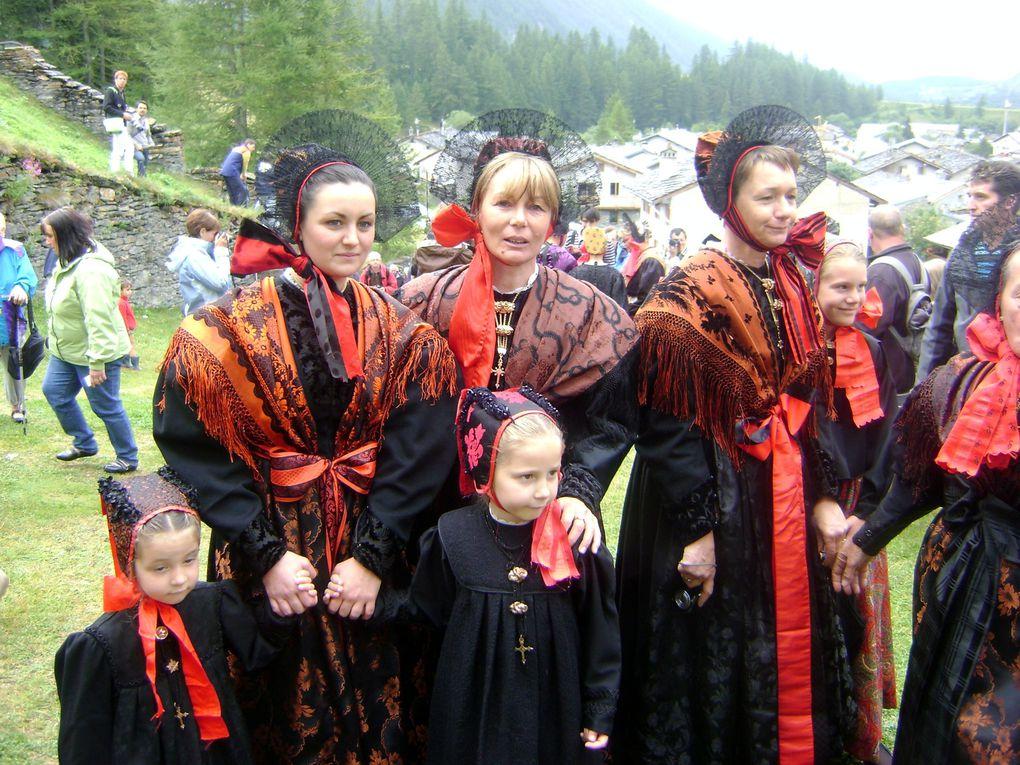 Bessans a célébré le 15 août dans la tradition. Costumes, messe, procession puis fin de journée festive.Photos : JN.Suiffet