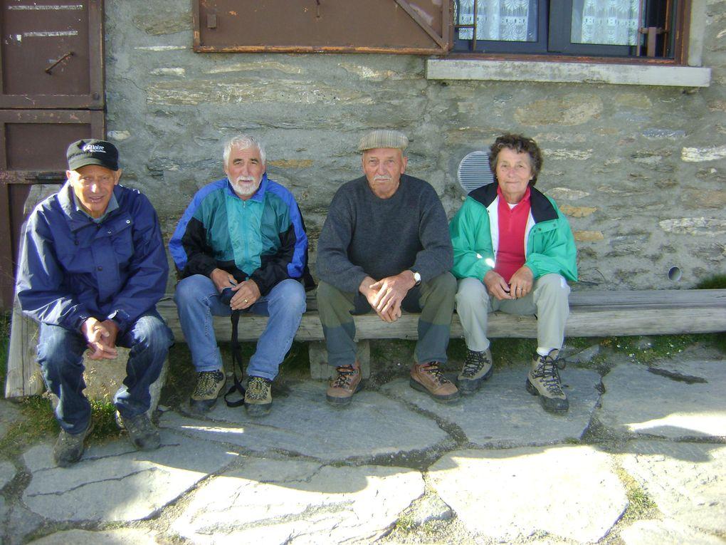 Français et Italiens étaient réunis au sommet de Rochemelon puis à Bessans pour le 113e anniversaire de la Madone.Photos : EM.Tracq