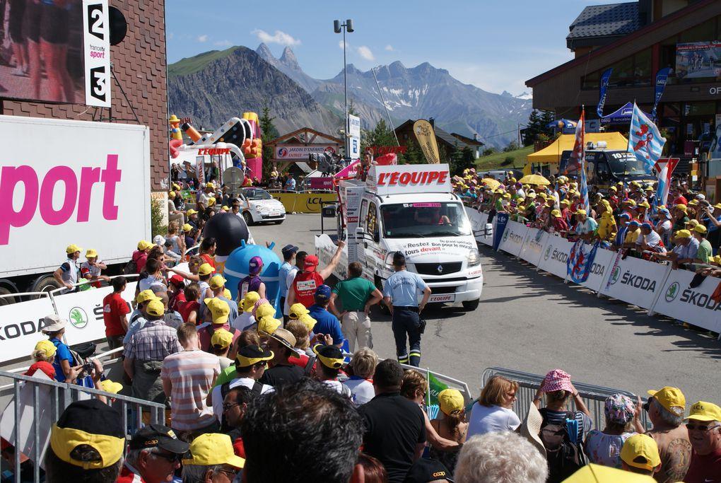 L'arrivée de la 11e étape du Tour de France 2012 a été jugée à La Toussuire - Les Sybelles.Superbe victoire du Français Pierre Rolland.Retour sur une journée près de la ligne d'arrivée.Photos : J.Tracq