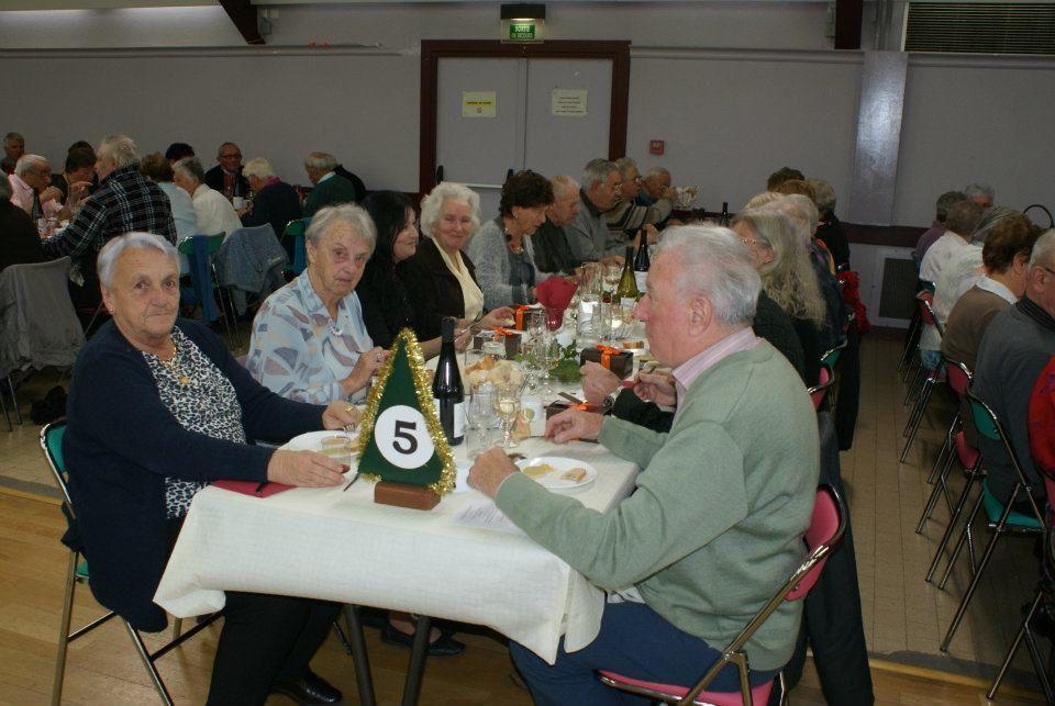 Le repas des aînés de Saint-Jean-de-Maurienne a eu lieu sur deux jours à la salle polyvalente des Chaudannes. Plus de 400 participants au total.Photos : J.Tracq