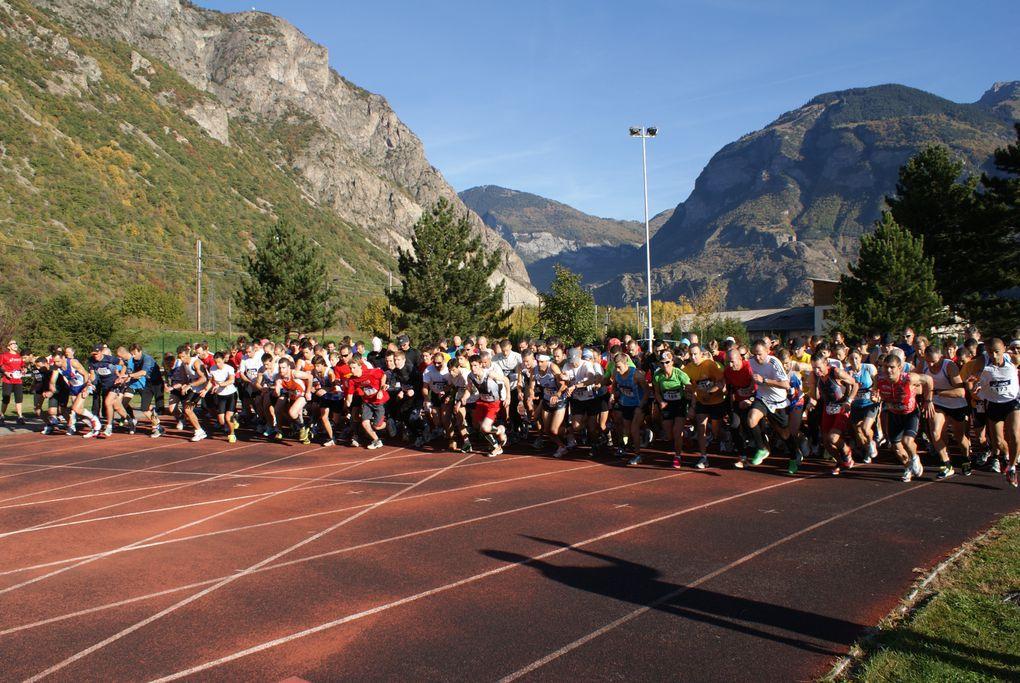 Retour en quelques images sur l'édition 2011 des 10 km de Saint-Jean-de-Maurienne, organisée par l'Union Athlétique de Maurienne.Photos : L.Pavis