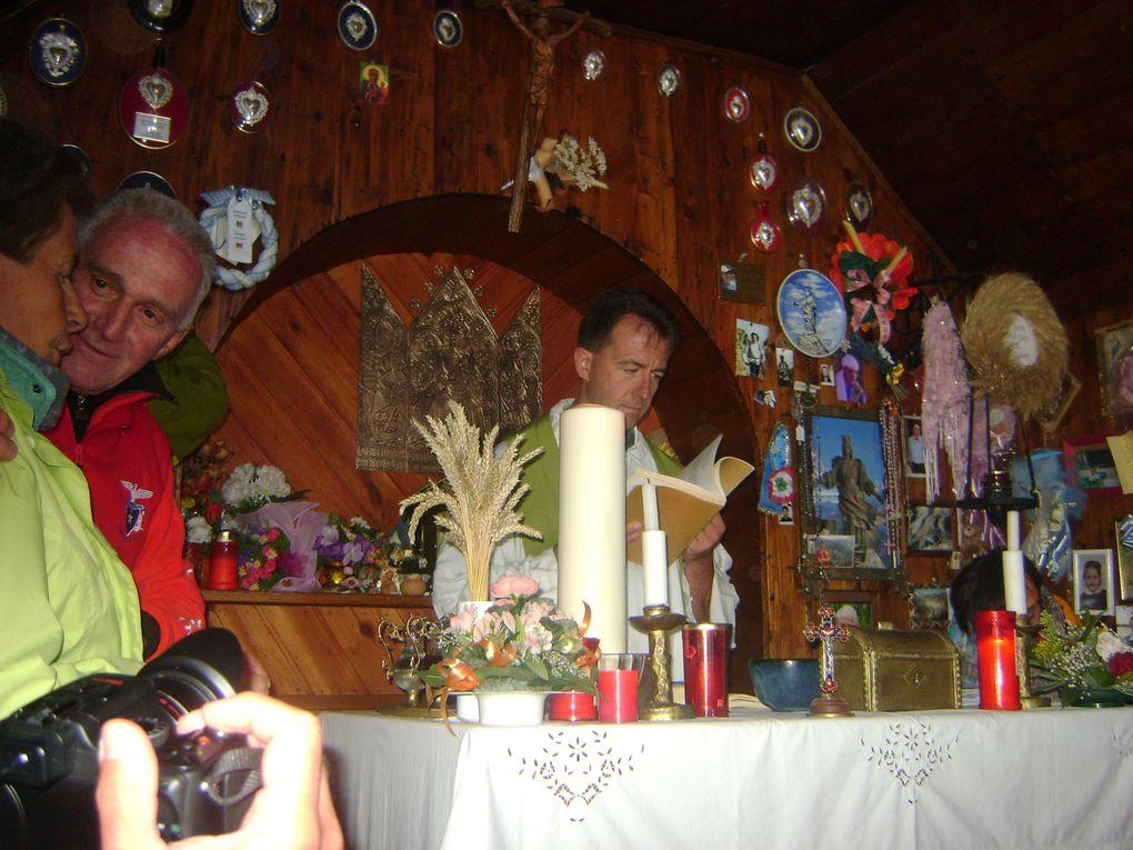 Les quatres communes de Rchemelon (Bessans, Mompantero, Novalaise et Usseglio) rassemblées pour le 112ème anniversaire de la Madonne.Photos : EM.Tracq