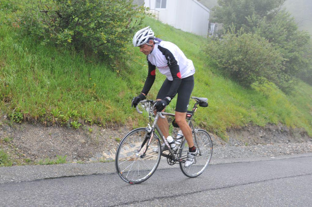 """La randonnée cyclotouriste """"L'Avant-Tour"""" s'est déroulée dans des conditions dantesques. Des images des courageux participants.Photos : P.Dompnier"""