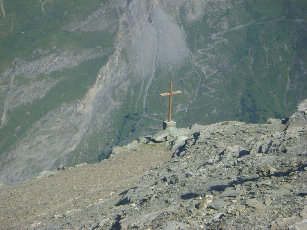 Le pèlerinage de Tierce 2011 a rassemblé près de cent randonneurs.Photos : EM.Tracq