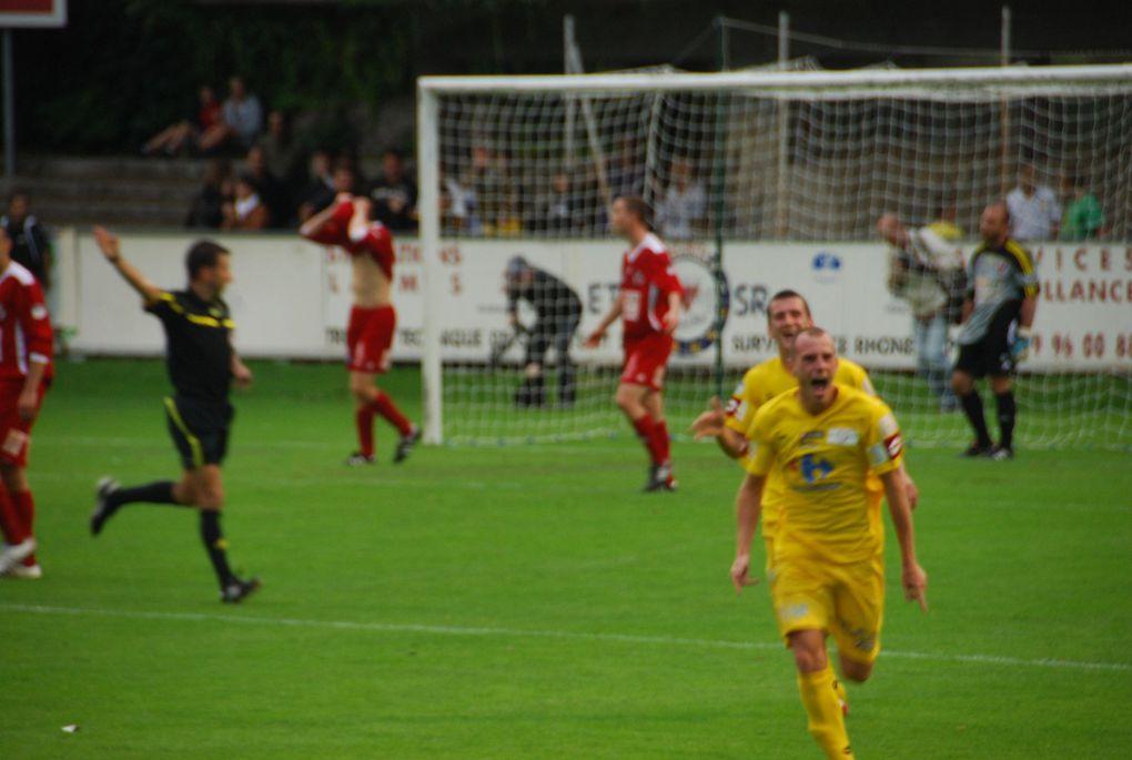 Le SO Chambéry a battu Valence 5-0 et obtenu son billet pour la CFA la saison prochaine.L'épilogue d'une saison exceptionnelle avec un superbe parcours en Coupe de France.Photos : Savoie BRC
