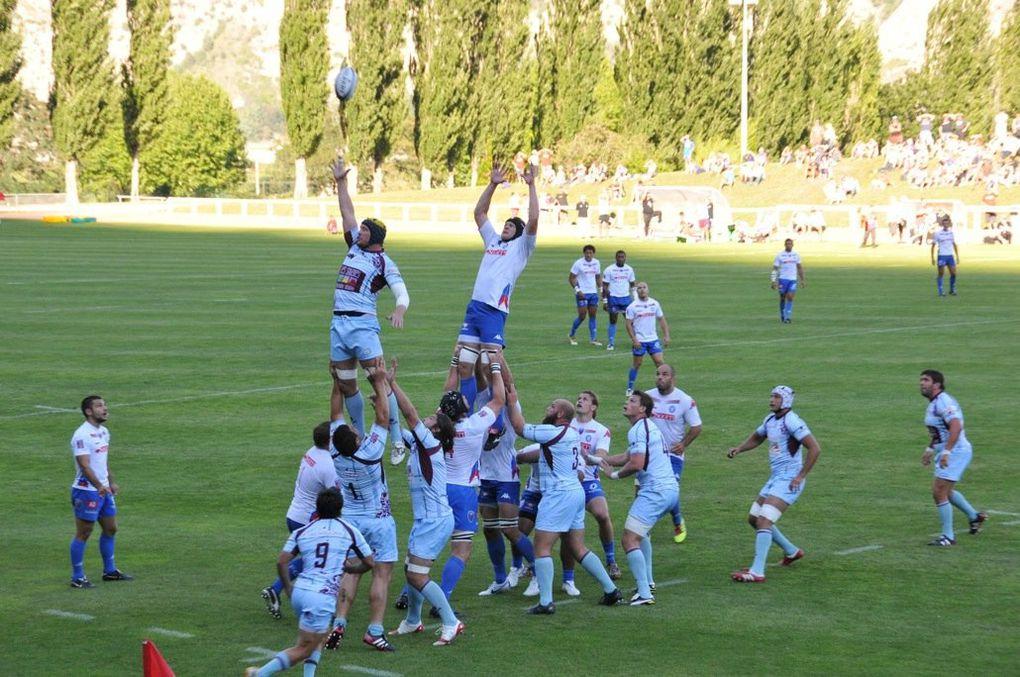 Belle opposition au stade Pierre Rey entre deux équipes régionales : Bourgoin et Grenoble.Photos : P.Dompnier