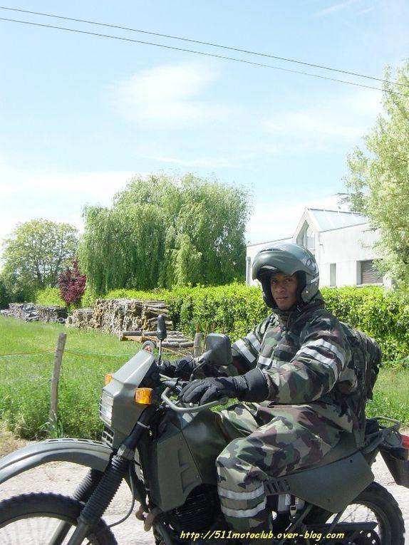 Seul représentant du club moto ce jour là, j'ai transporté des sponsors du club CSA Vélo pour qu'ils puissent suivre la course vélo lors d'une étape. un banquier le matin et une banquière l'après midi. Repas le midi à Hauteville-les-Dijon.B