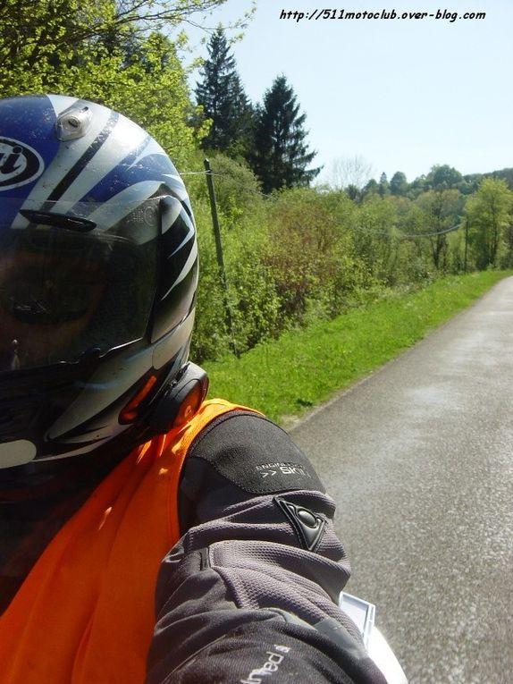 Grosse journée dans le Doubs organisée par le Pirate et son GTR.La plus lente de toute nos sorties, grâce à Pascal et sa nouvelle BMW.J'ai fait le serre-file pour la première fois... et j'ai faillit m'endormir plein de fois !Même le Pirate