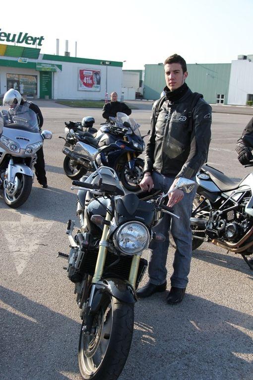 400 Km à travers les routes du Morvan.16 motos et 2 passagères.