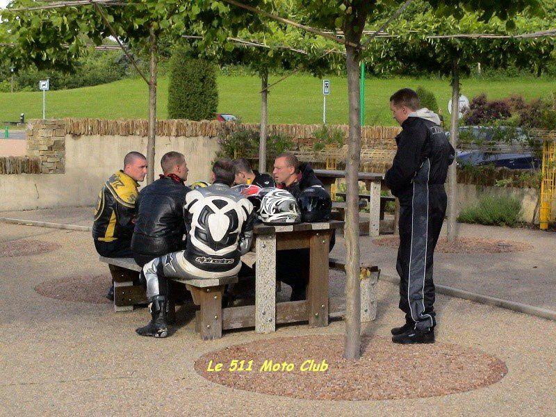 Rassemblement annuel des motards de la Défense et de leurs amis à Guéret dans la Creuse. Première participation du club, et malgré un temps de chien durant tout le WE, malgré notre véhicule d'allègement broyé contre un camion, malgré mon em