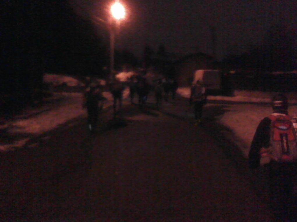 Des photos du mythique raid nocturne La SaintéLyon 2010, une course de 11 000 coureurs dans la neige, le froid, le verglas, départ minuit de St Etienne, arrivée 8h20 à Lyon.
