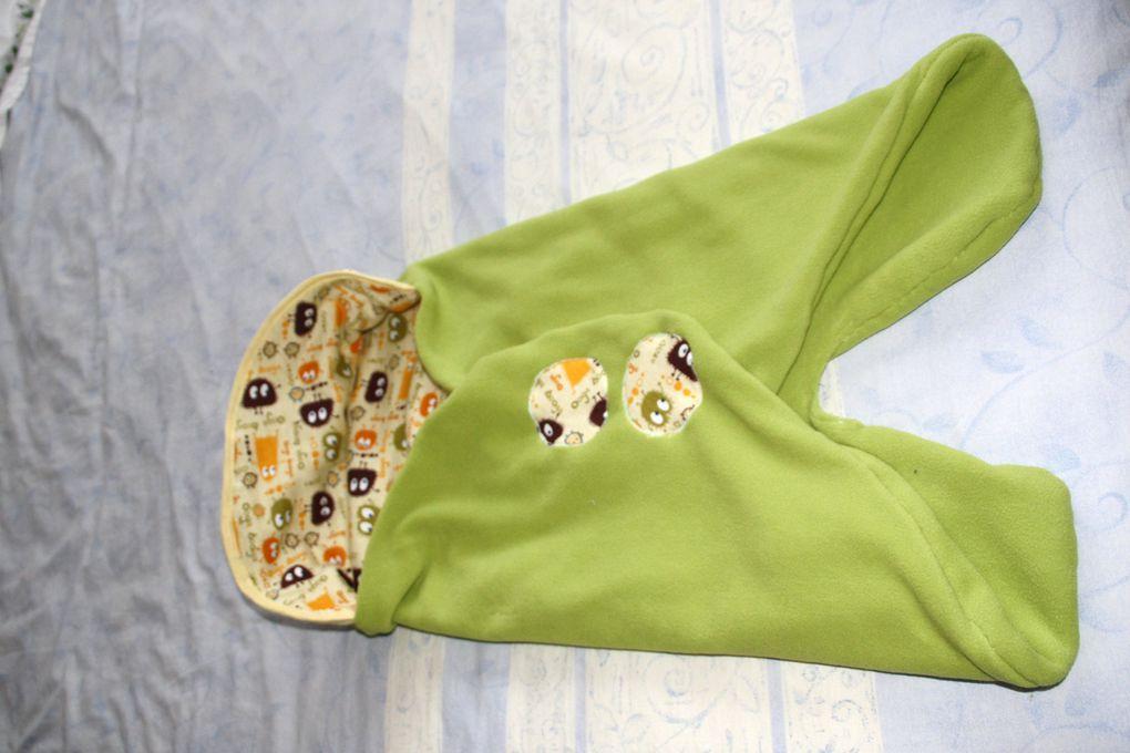 Vous y trouverez mes travaux d'aiguille pour l'habillage de bébé ou pour son plaisir ...