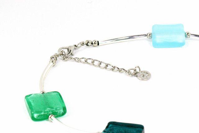 Des bijoux fantaisie originaux signés Ikita Paris. Une petite marque qui monte et ne cesse de nous surprendre. Ici, boucles fanatsie et colliers côtoient bracelets et bagues pour le plaisir d'offrir ou de s'offrir des parures de bijoux fantaisie or