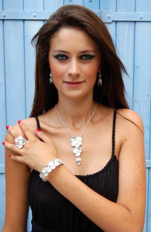 IKITA, marque de bijoux fantaisie, nous surprendra toujours... cet hiver, on adore leur nouvelle collection argent et or tantôt dans un style esign, tantôt sur un mode plus ethnique chic