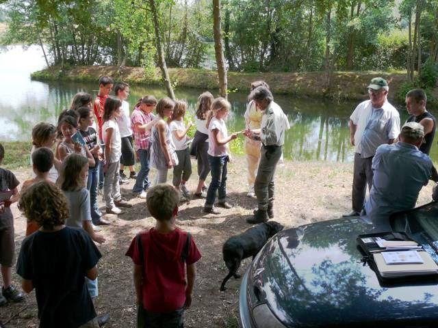 Initiation pêche pour un aprés-midi de classe verte pour l'école primaire de Ménesplet