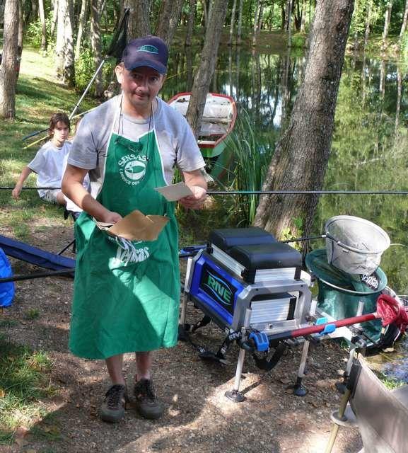 Initiation à la pêche sur l'étang de la Halte Nautique.