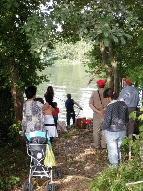Plusieurs actions de communication :Présence à la journée de la pêche.Concours de pêche pour le Forum des Associations de St Seurin.Stand de présentation au collège de Coutras pour les 40 ans du collège.Participation au lâcher de poi