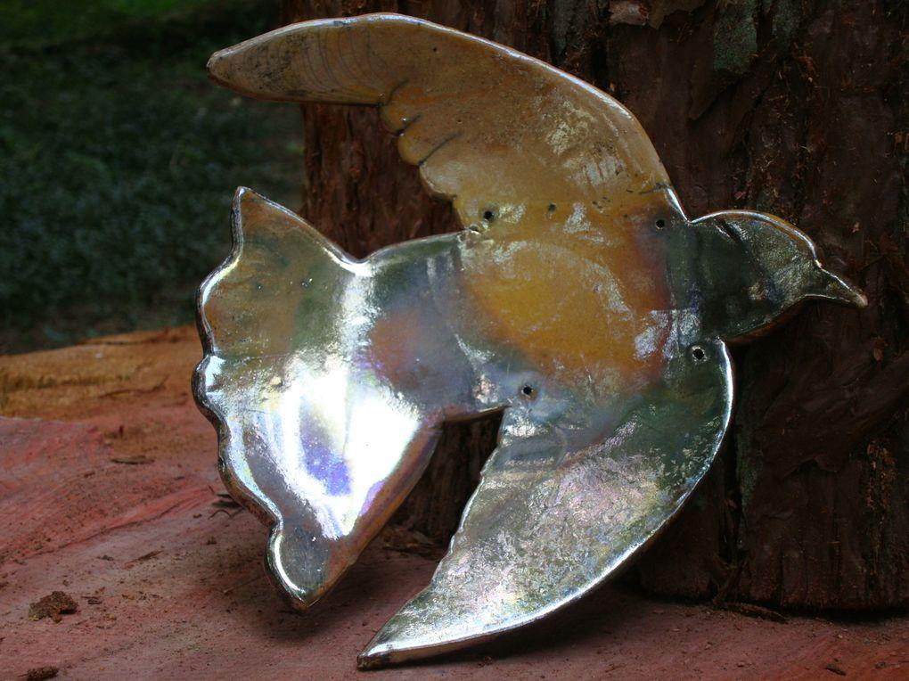 """installation """"envolée de tourterelles"""" - céramique raku"""