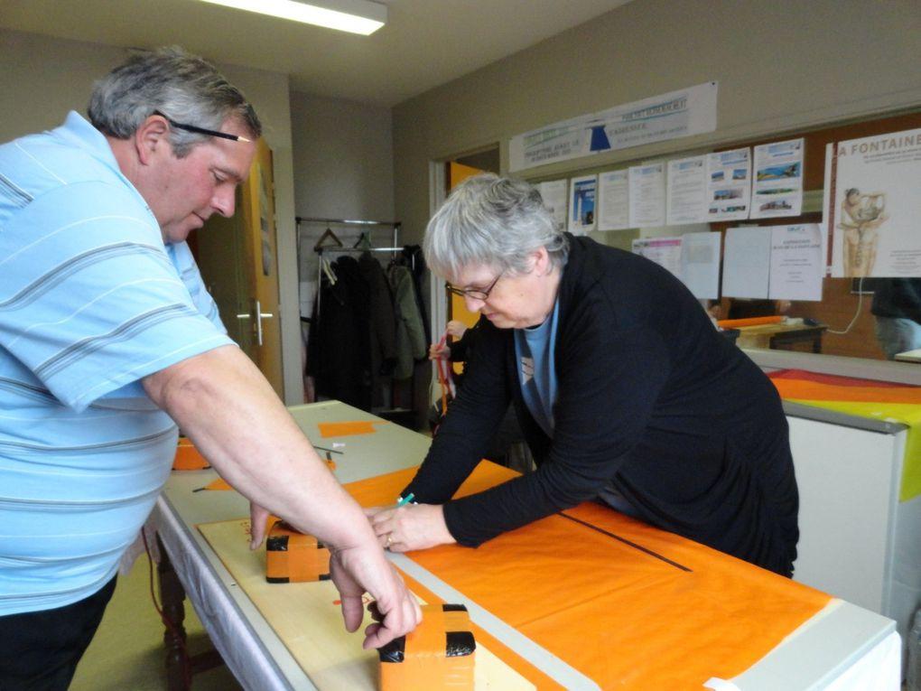 Les 17 et 18 mars, travail et convivialité étaient au rendez-vous à l'espace Henri Dunant où 18 cerfs-volants delta ont été construits avec passion.