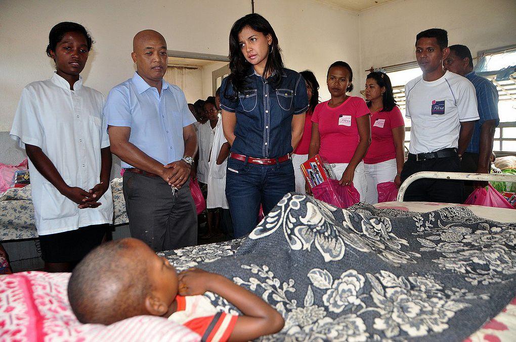15 mars 2012. La Présidente Fondatrice de l'association Fitia procède au lancement de la connexion Internet à la Maison des Jeunes de Vatomandry. Ce, en partenariat avec Fondation Orange, Orange Solidarité Madagascar et le MJL