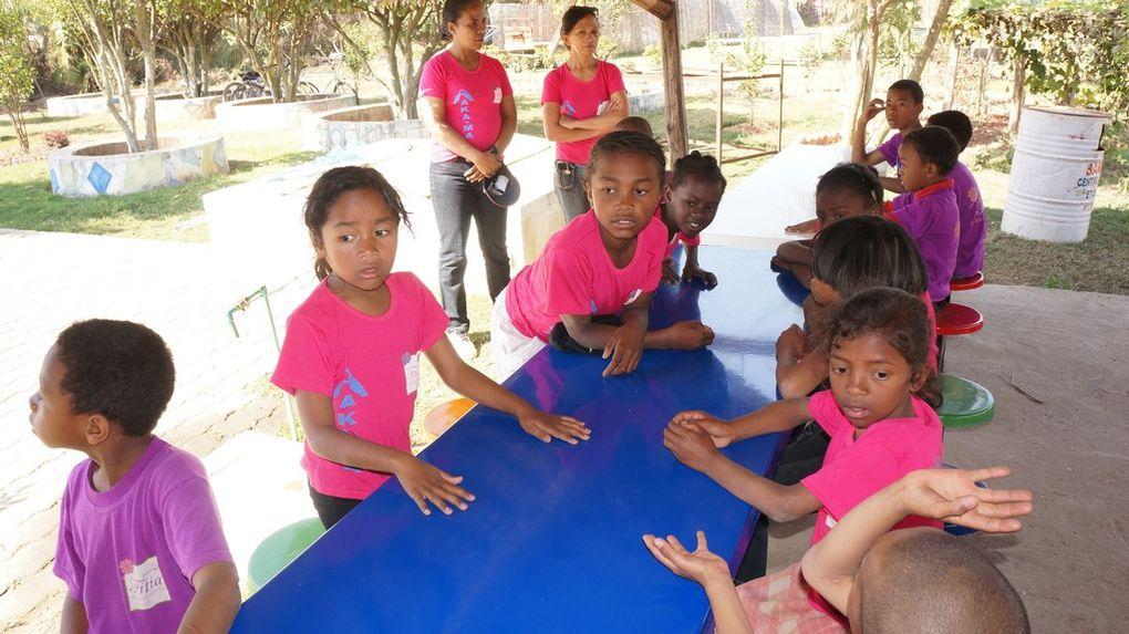 Journée récréative pour 70 élèves malentendants du SMM ADSF et de l'AKA.MA, grâce à l'association Fitia de Mialy Rajoelina. Photos: Harilala Randrianarison