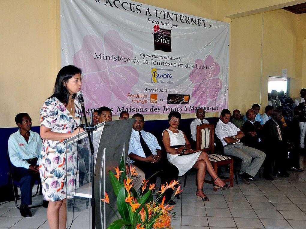 15 mars 2012. La Présidente Fondatrice de l'association Fitia procède au lancement de la connexion Internet à la Maison des Jeunes de Vatomandry. Ce, en partenariat avec Fondation Orange, Orange Solidarité Madagascar et le MJL.
