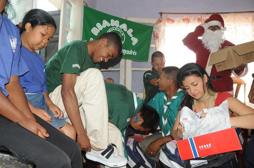 Qui sont ces enfants du Centre RIANALA sis à Amboditsiry ? Les photos parlent d'elles-mêmes. Merci infiniment, association Fitia présidée par Mialy Rajoelina !