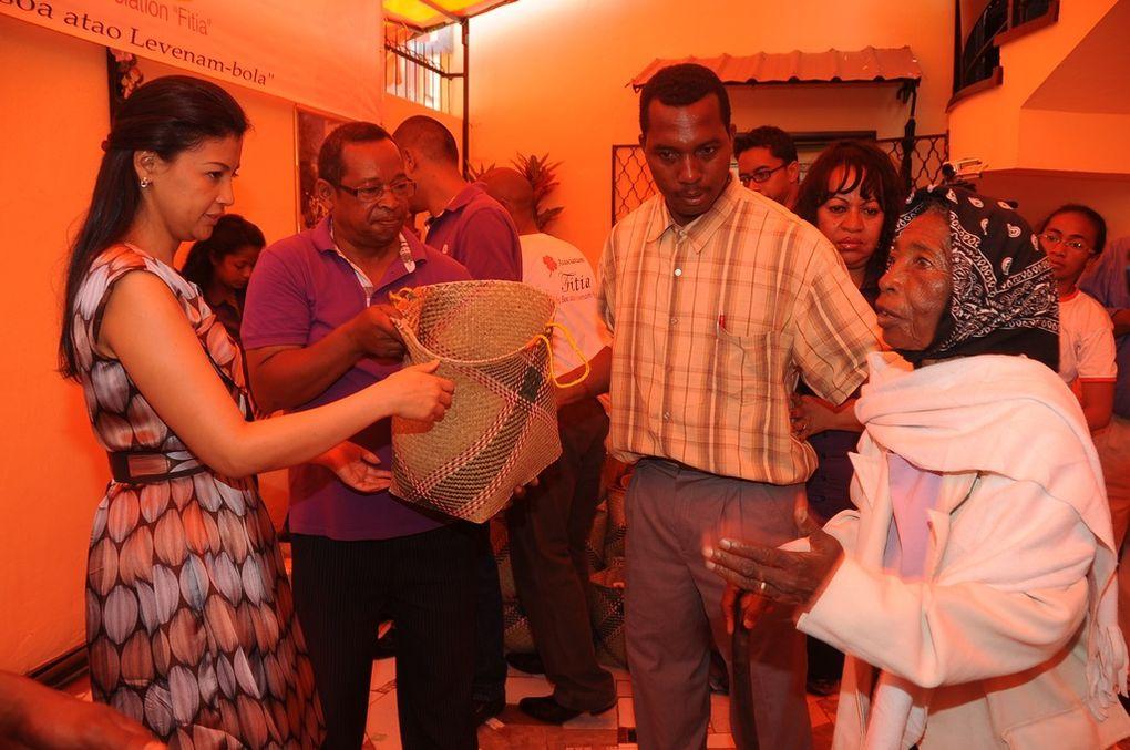 Mialy Rajoelina n'a pas oublié les personnes du 3è âge. Celles qui nous ont précédé dans cette vie terrestre de transition. Ici, au Foyer du Coeur sis à Ampandrana.