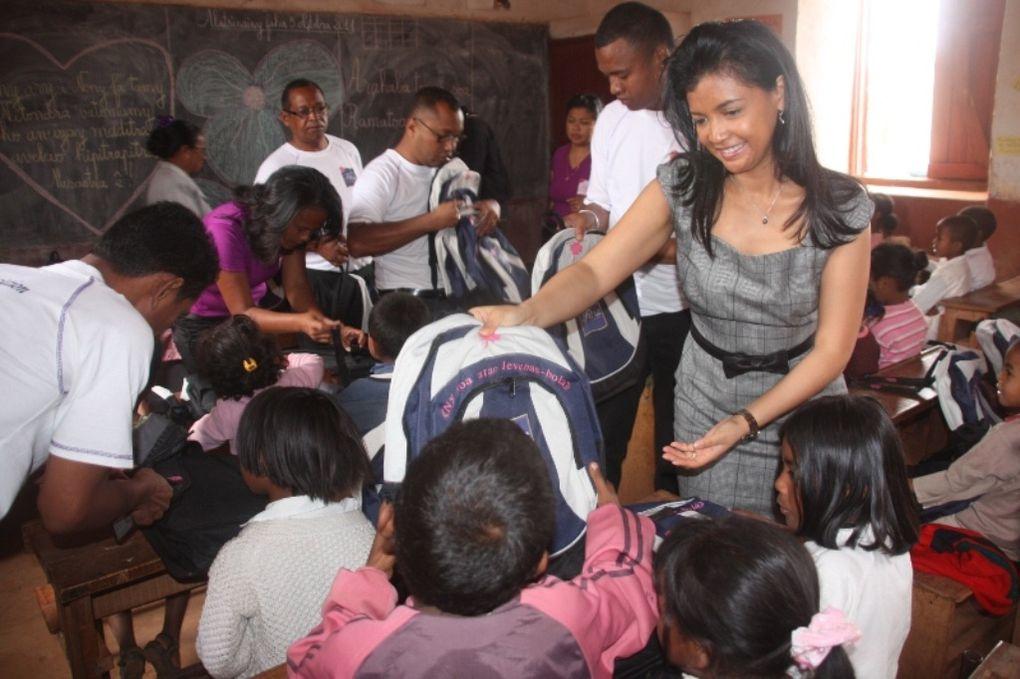 3 octobre 2011. La Présidente de l'association Fitia, Mialy Rajoelina, poursuit l'empowerment à l'EPP Tanambao d'Ambohimangakely. Photos: Hervé Christian