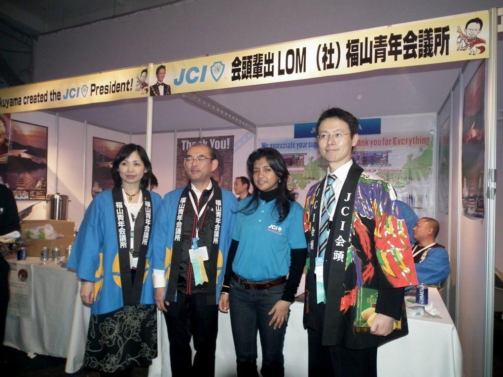 """3 novembre 2011. Mialy Rajoelina, invitée à la """"Japan Night"""" par le Président mondial 2011 de la JCI, Kentaro Harada et son épouse Makiko. La First Lady a appris les rudiments du wakaido et du Shôdo."""