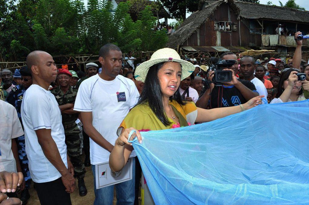 09/09/2011. Mialy Rajoelina, Présidente de l'Association FITIA et Kentaro Harada, Président mondial de la JCI, visitent la commune rurale de Fanandrana. Photos : Mika kely