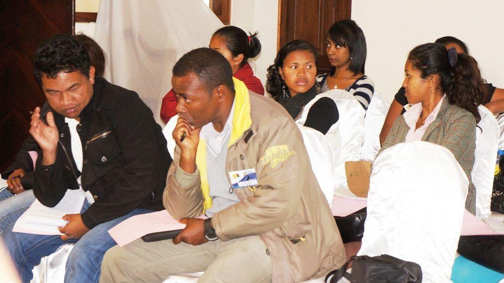 Les membres du bureau de l'Association Fitia Madagascar dresse un bilan des actions menées depuis 2009 et projettent les activités à venir. Photos: Harilala Randrianarison