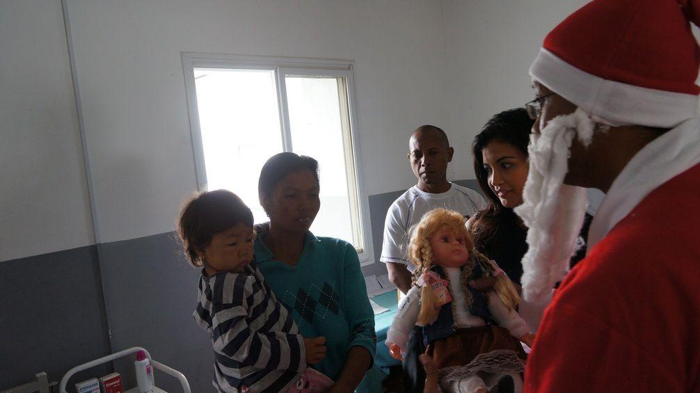 Noël partage 2012 pour les enfants de 5 hôpitaux d'Antananarivo avec Mialy Razakandisa Rajoelina. Photos: Harilala Randrianarison